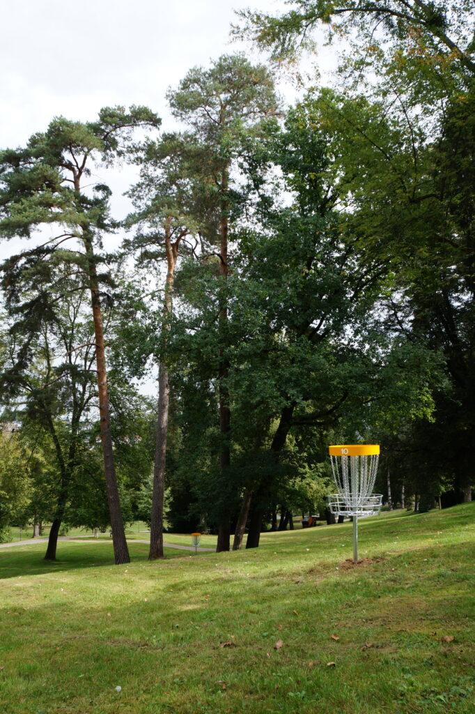 Bahn 10 - Discgolf Nürtingen: Der Parcours im Galgenbergpark (Gallow Hill)